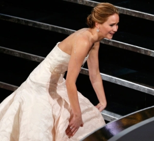 Oscars-2013--Jennifer-Lawrence-Fell-On-The-Stairs_-And-Other-Awards-Season-Mishaps
